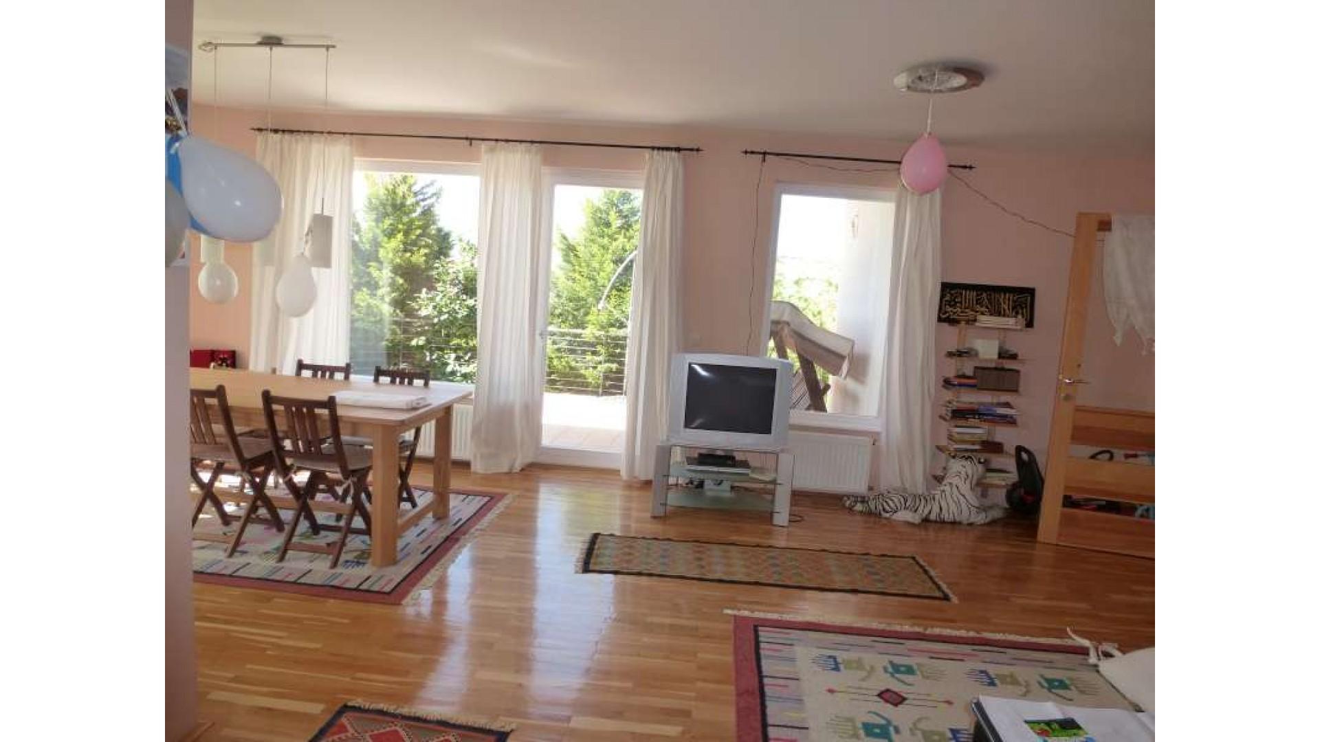 Prodaja porodične kuće Orahov Brijeg / Hotonj
