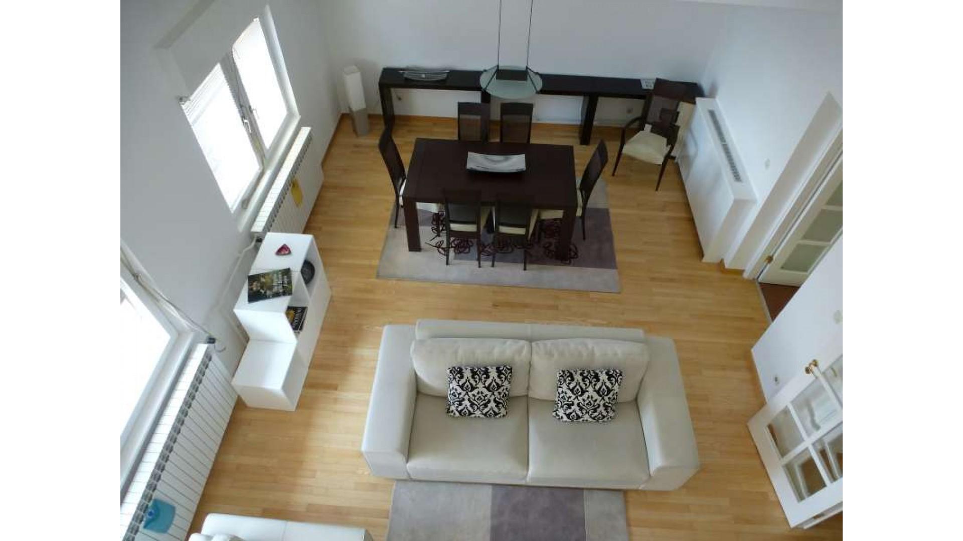 Luksuzan dvoetažni 180 m2