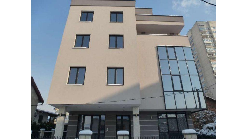 Novoizgradjeni poslovni objekat u centru