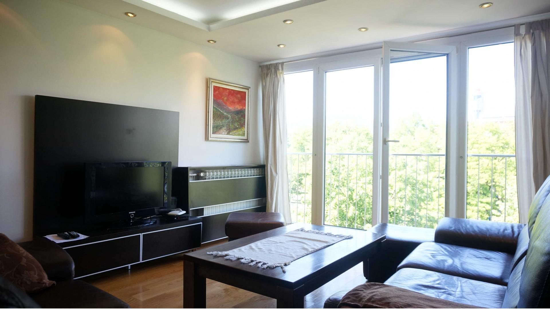 Sunčan trosoban stan na Grbavici – 74 m2