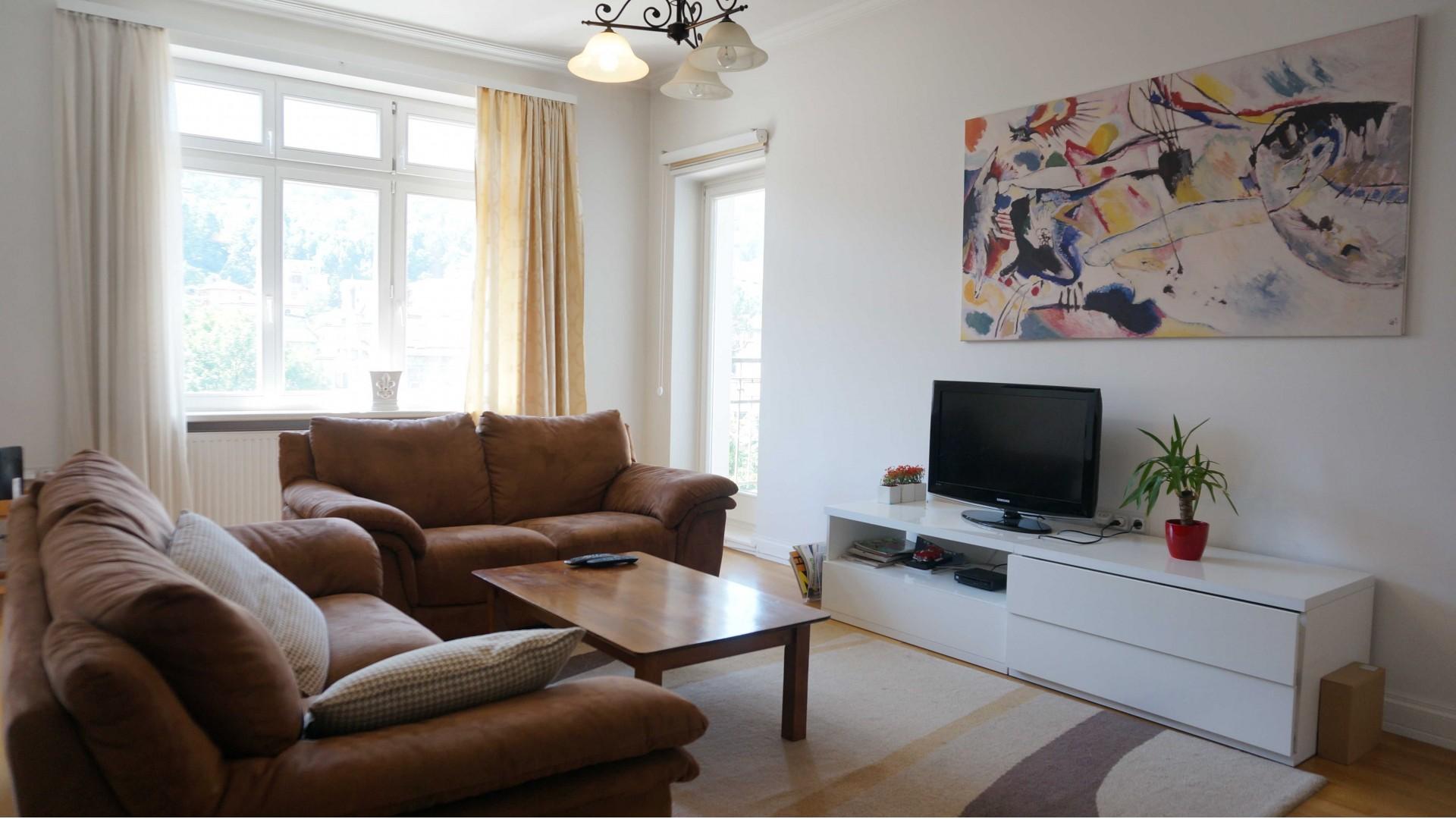 Sunčan trosoban stan u centru Sarajeva 88 m2