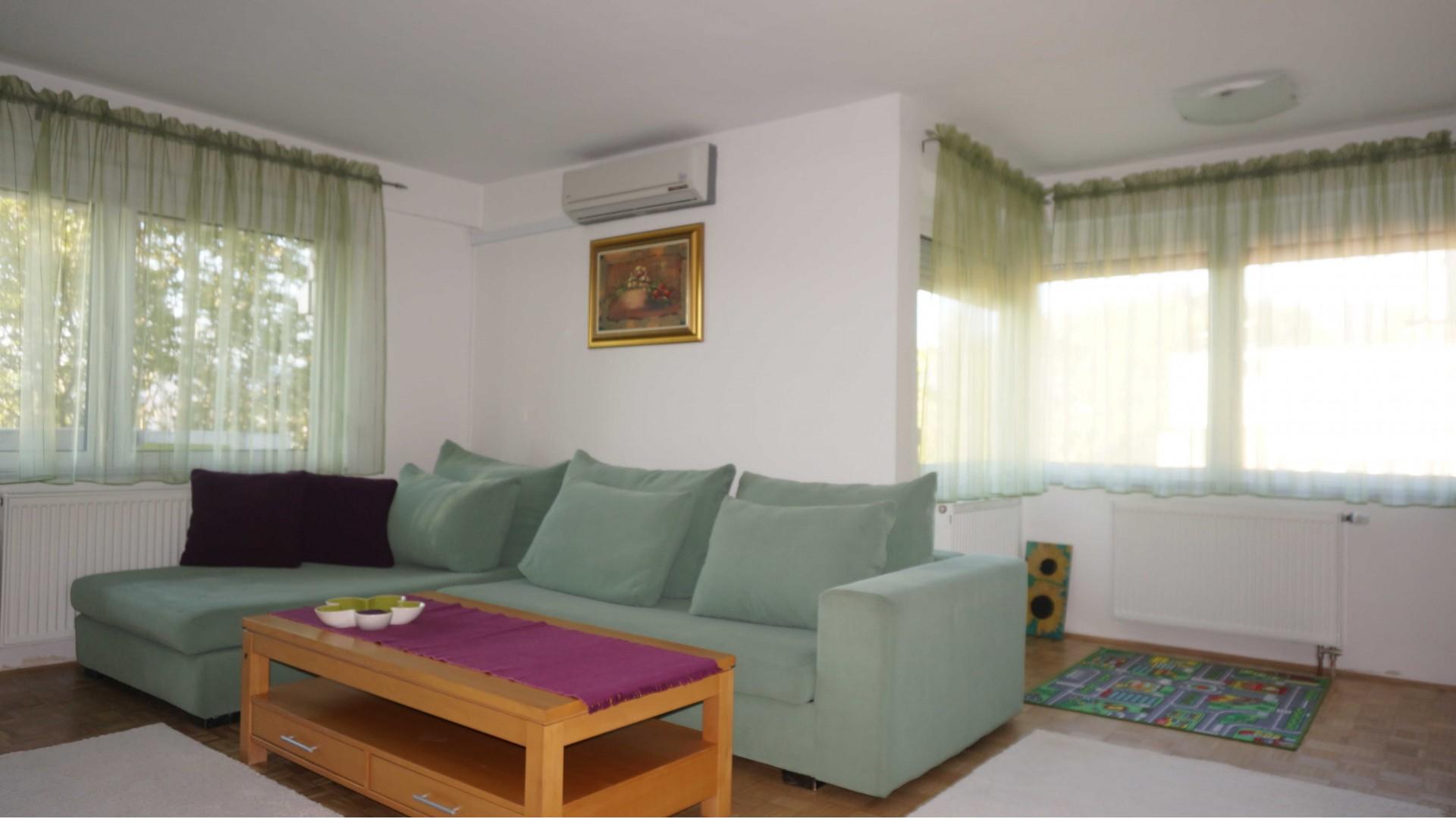 Prostran/renoviran/ dvosoban/ 65 m2