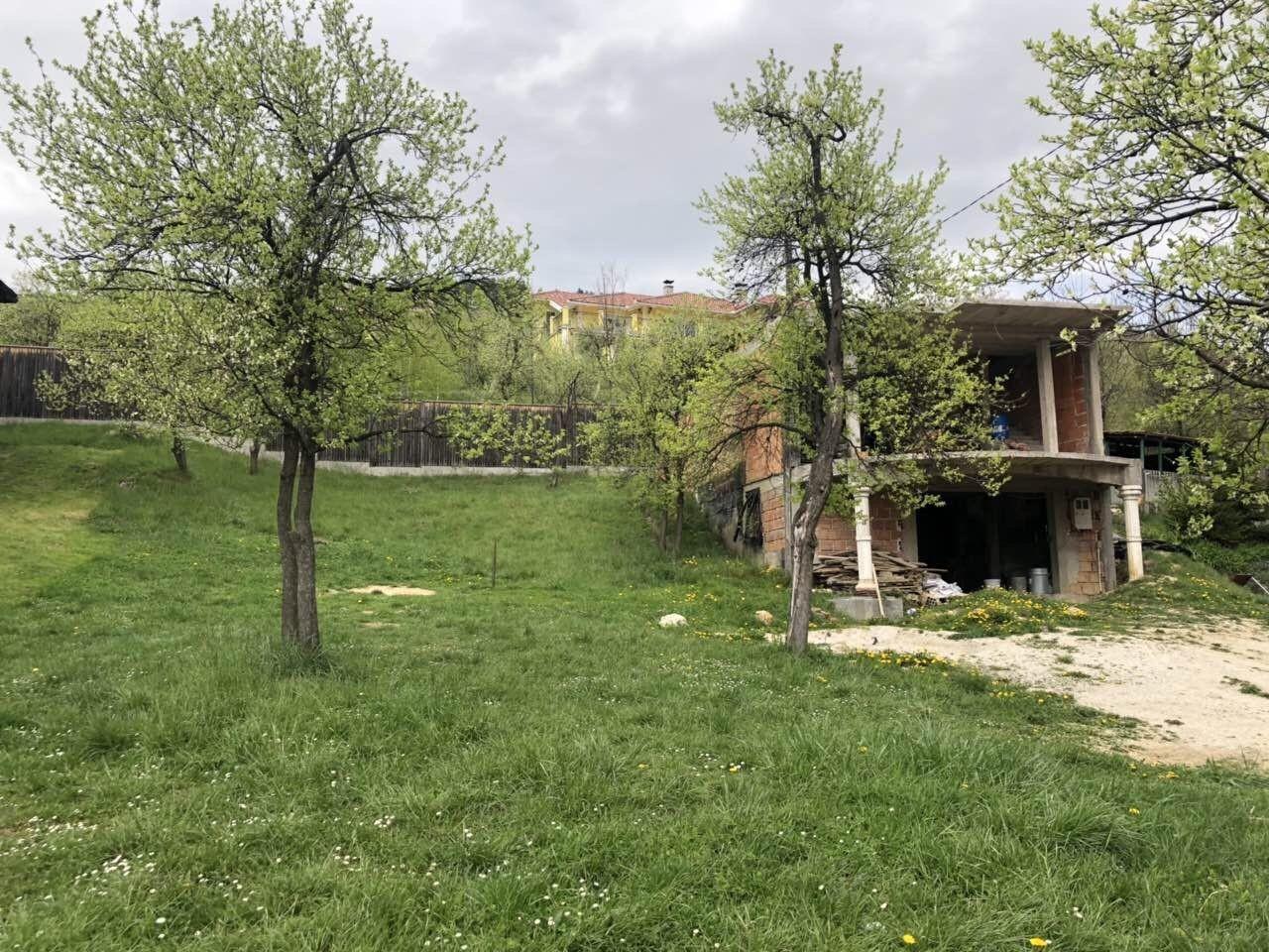 Zemljište sa kućom u izgradnji/ Centar/ Kromolj