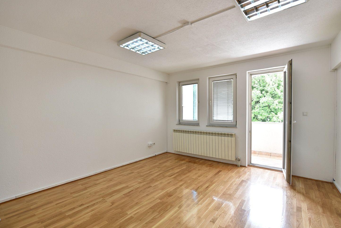 Poslovni prostor/ Grbavica/ 100 m2